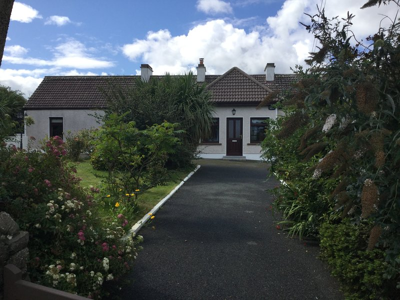 Hammer Hill House, a Rural Retreat in West Sligo, along the Wild Atlantic Way, holiday rental in Collooney
