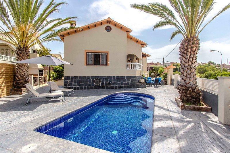 Catalunya Casas: Picturesque Villa Isabel, just a short drive to the beach!, alquiler de vacaciones en El Vendrell