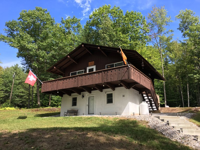 Chalet Wedeln Pines - Private Mountainside Setting-5 miles to Storyland, location de vacances à Kearsarge