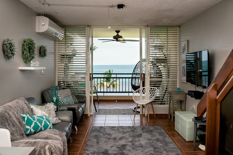 Special Price!! Beautiful Beachfront Apartment 2 bed/2 bath/ Wifi/2 Free Parking, holiday rental in Puerto Rico