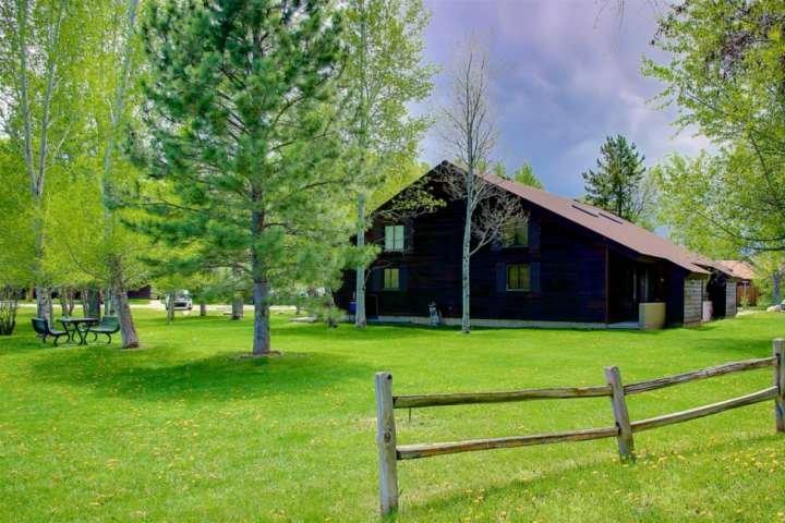 On River/Open Space, Near Core Trail/Bus/Fishing, Views, Off the Beaten Path yet, vacation rental in Oak Creek