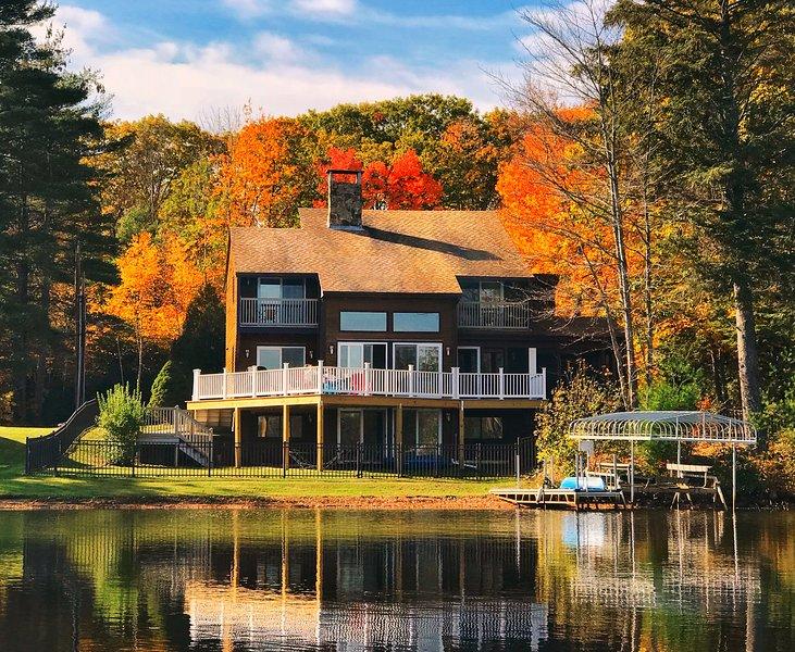 Newly listed!  Breathtaking Lake House with Spectacular Views from Every Room, holiday rental in Rochester