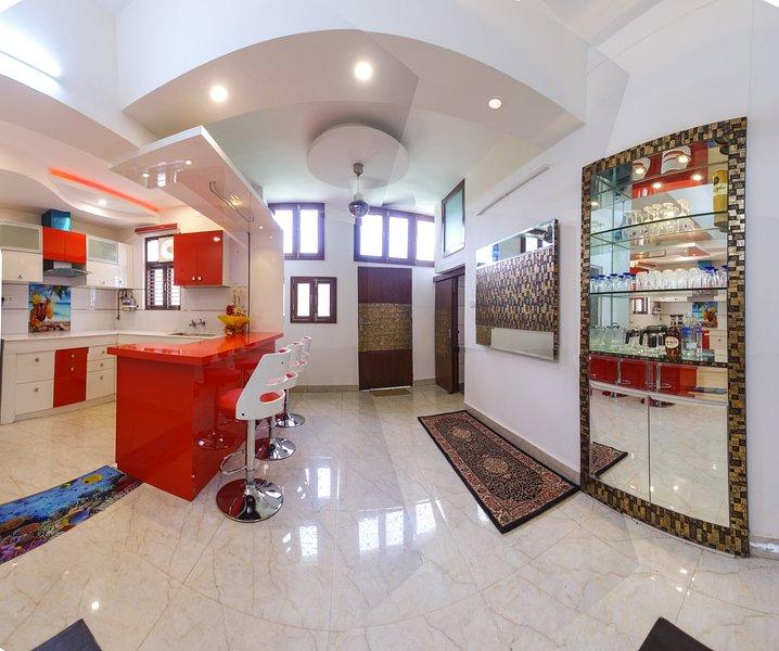 An amazing luxury service apartment/house with free Breakfast, Ferienwohnung in Neu-Delhi