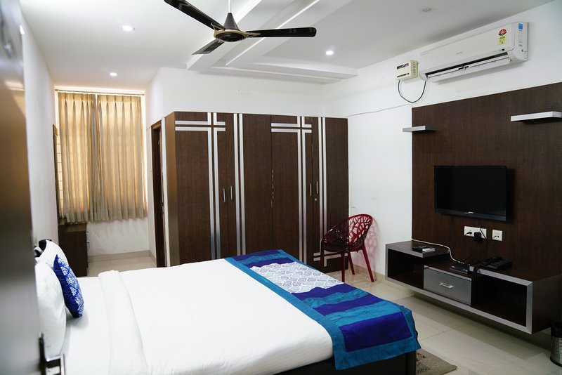 Single Room In Hitech Shilparamam Guest House, holiday rental in Hyderabad