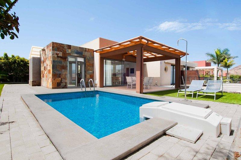 Villa with private pool Salobre Villas Terrazas I, vacation rental in Montana La Data