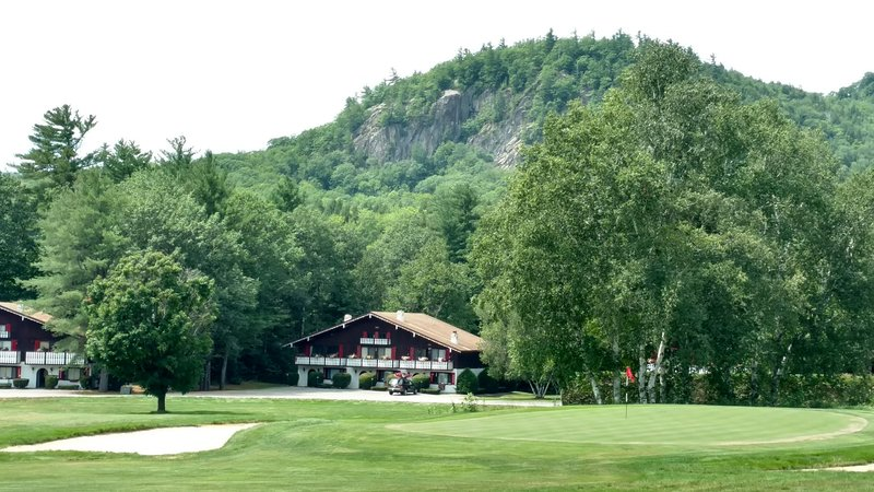 Linderhof Golf Course Condo / Across from Storyland, alquiler de vacaciones en Glen