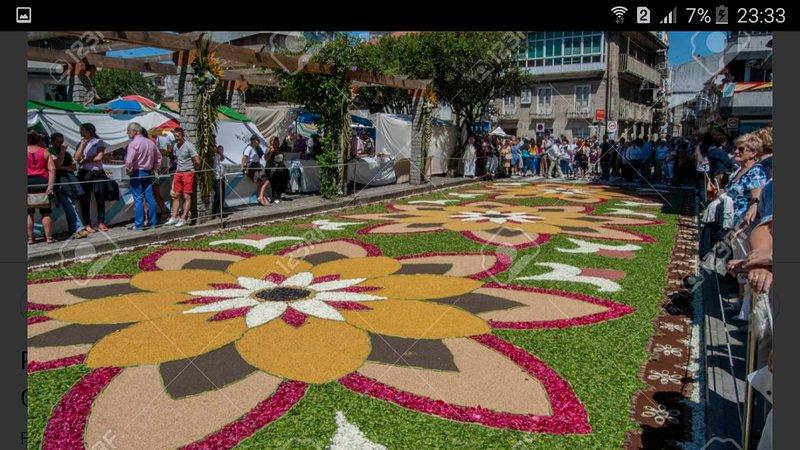 L'effimera arte floreale della città del Corpus: Ponteareas nei party il 22 e il 23 giugno 2019.