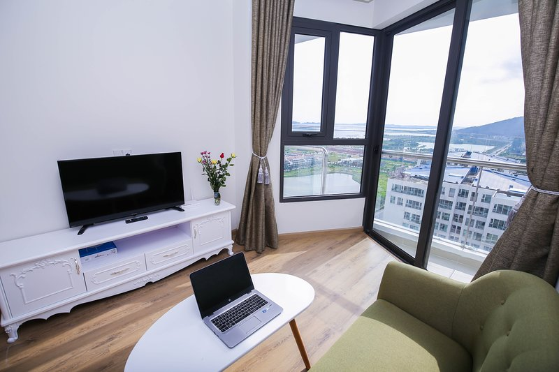 Cozy rooftop apartment with bay view, holiday rental in Hung Thang
