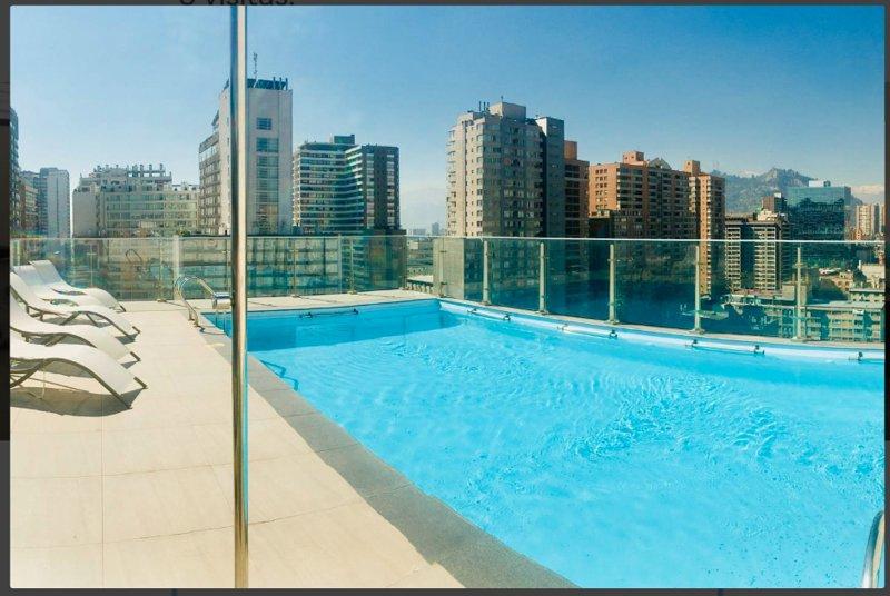 Piscine panoramique au 17ème étage