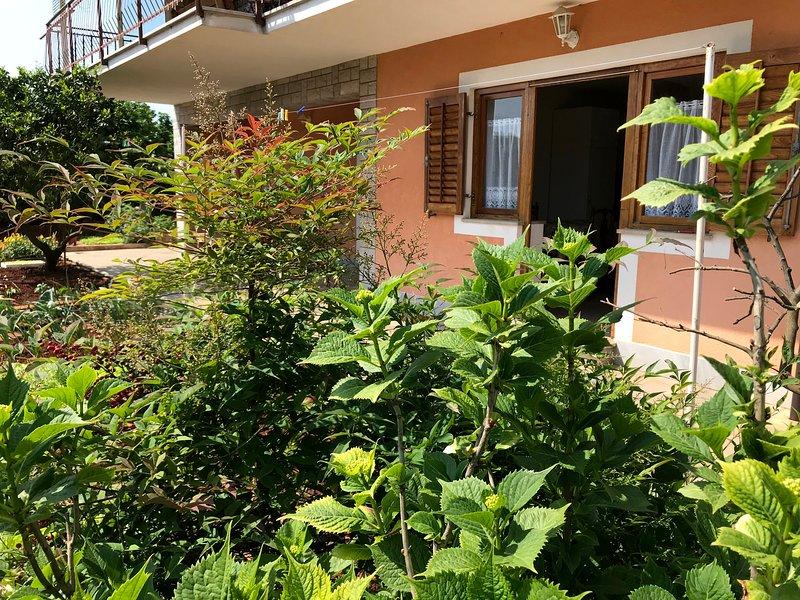 Apartamento Savudrija Maria 1 vicino alla spiaggia, terrazzo, Wifi, parcheggio, holiday rental in Savudrija