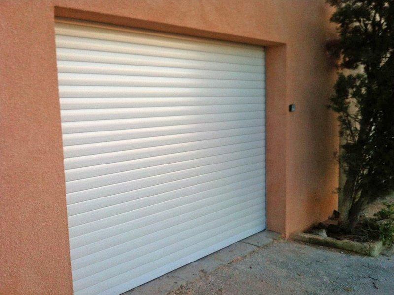 Gran garaje de 20 m2 justo debajo del contrato con apertura eléctrica (sujeto a disponibilidad)