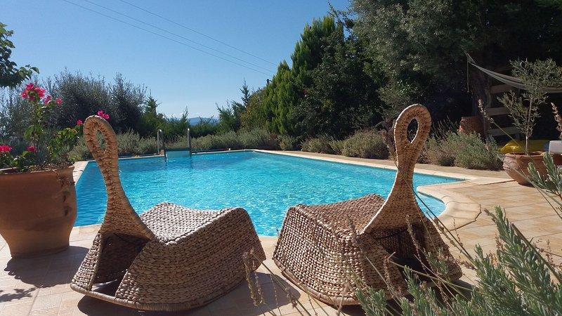 99 km from Athens – 140 km from Athens Airport – 30km from Chalkis –  2 km from Evia Dafni beach