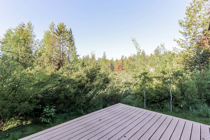 Willowview Bungalow - Patio with forest view