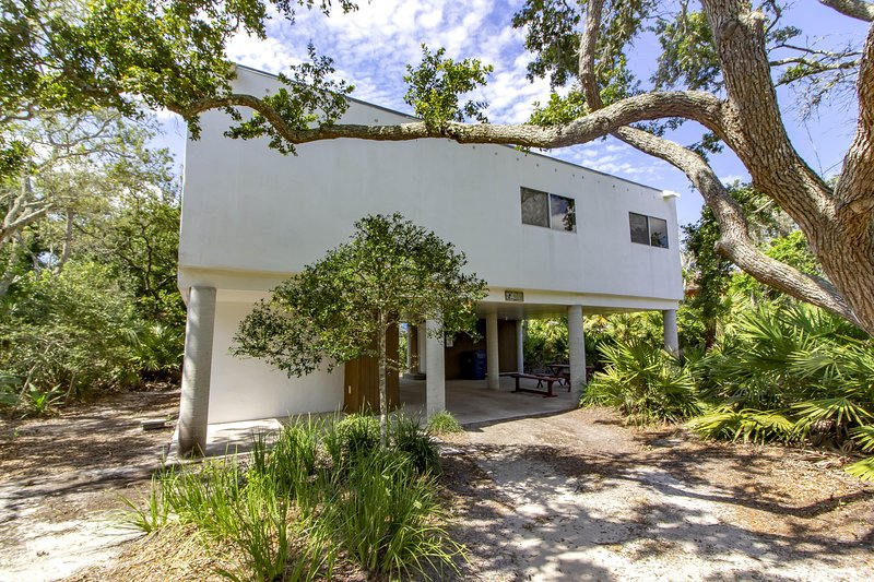 NEW LISTING ~ Modern Vibe ~ Steps to the Beach!!!, holiday rental in Villano Beach