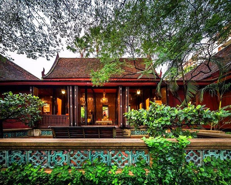The Beautiful Jim Thompson House a pochi passi di distanza.