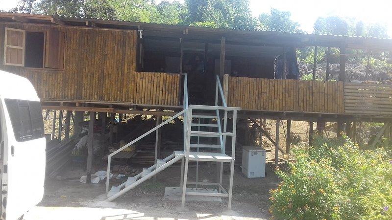 Semadang Bamboo House Villagestay, holiday rental in Kuching
