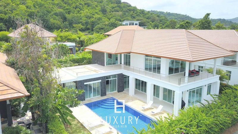 5 bedroom beutiful mansion with sea view, holiday rental in Khao Tao