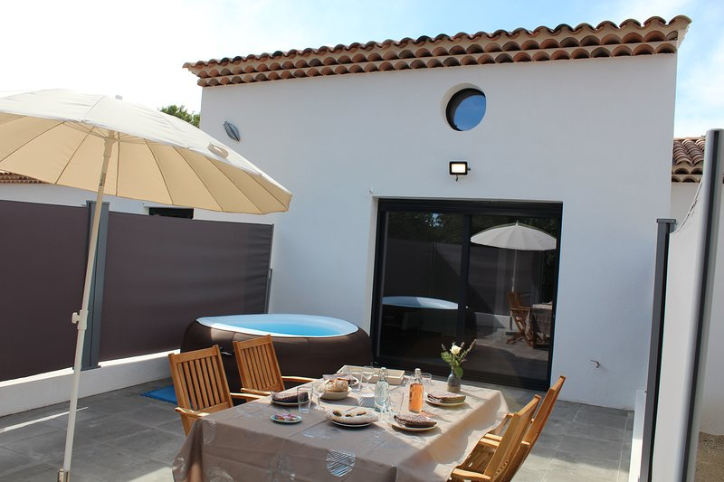 T2 Neuf +grande Mezzanine+ Jacuzzi privatif sur Terrasse dans le Verdon, holiday rental in Montmeyan