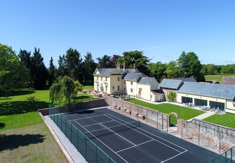 Large House for 22, all ensuite, indoor pool, tennis court, hot tub, cinema room, holiday rental in Cotford St Luke