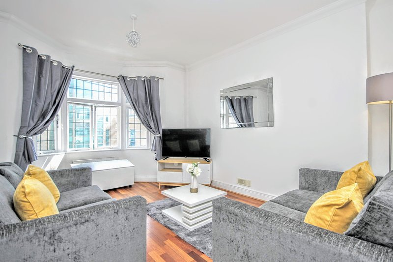 Has Housekeeping Included And Central Heating Rental In Brighton England