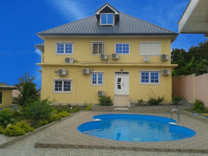 Ferienwohnung mit Pool in Ghana Western Region Takoradi/Apowa Estate, vacation rental in Sekondi-Takoradi