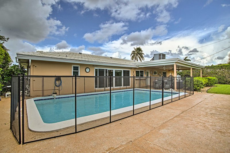 Riviera Beach Home with Pool - Walk to Beach!, vacation rental in Singer Island