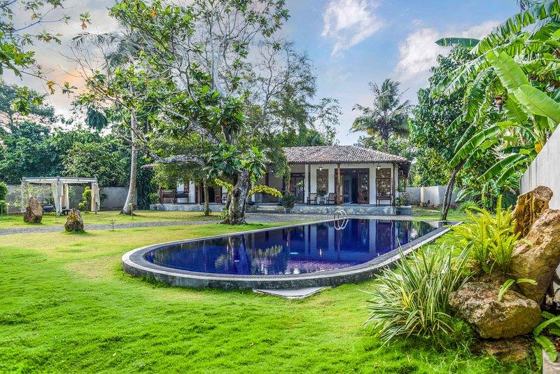 Antique Ceylon Superior Double at Ahangama, holiday rental in Ahangama