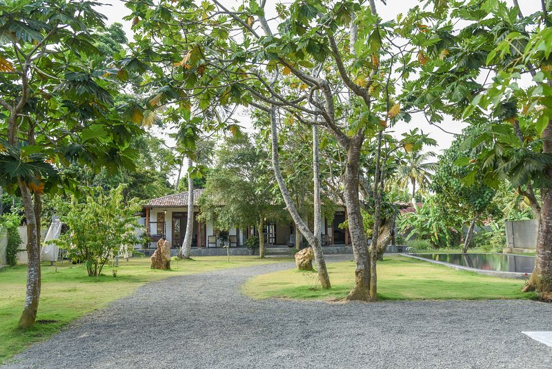 Antique Ceylon Standard Double at Ahangama, holiday rental in Ahangama