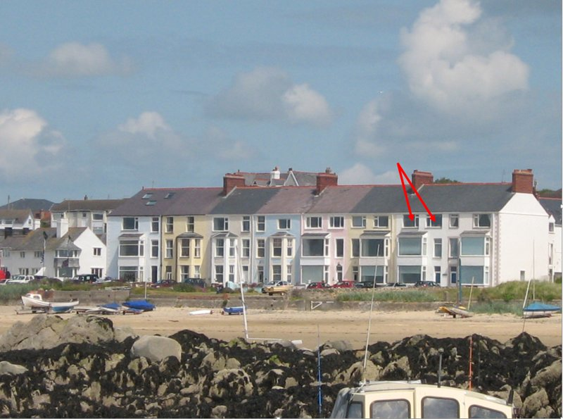 Beach Front, 2nd Floor Apartment. Rhosneigr Anglesey, holiday rental in Rhosneigr