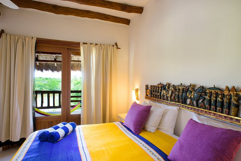 Suite with Balcony Lagoon View- 2 blocks to BEACH!, holiday rental in Chiquila