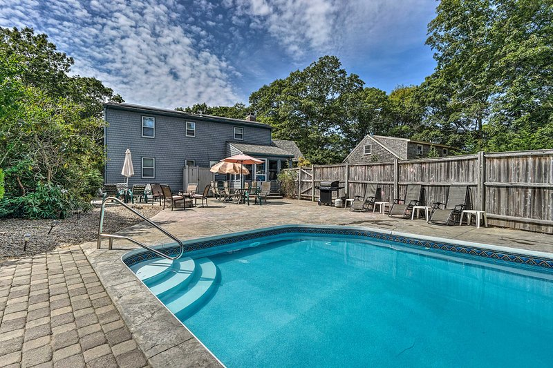 Spacious East Falmouth House w/Pool & Game Room!, holiday rental in Teaticket
