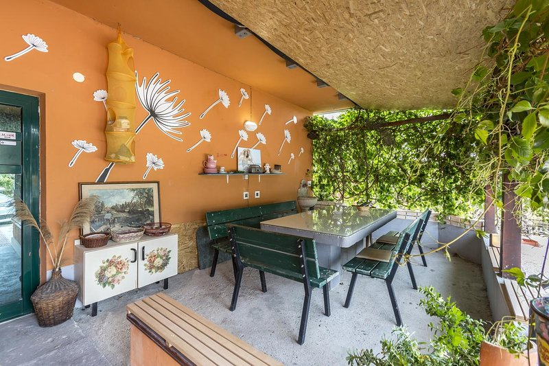 Bagalovici Holiday Home Sleeps 7 with Pool and Air Con - 5468920, location de vacances à Metkovic
