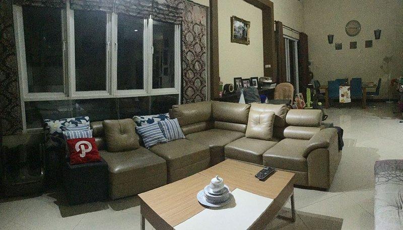 Budget Spacious Room near Kelapa Gading Jakarta, holiday rental in Jakarta