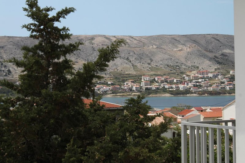 Pag Apartment Sleeps 10 with Air Con - 5465718, holiday rental in Pag