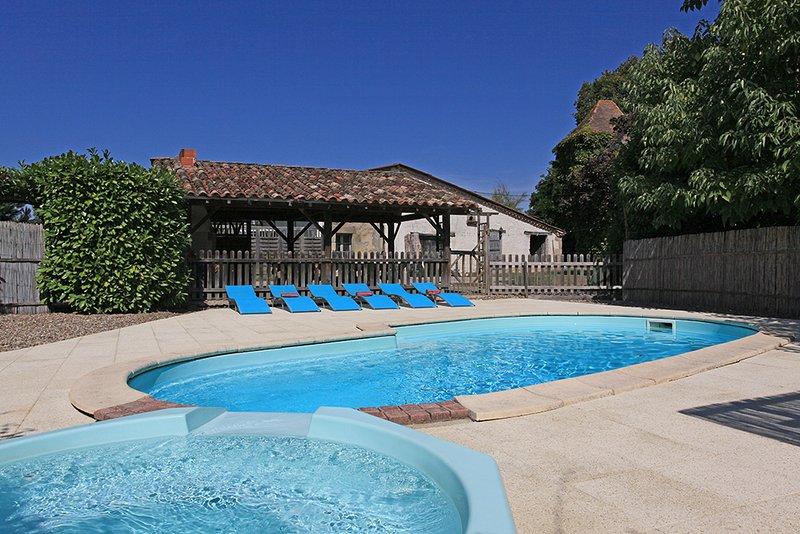 A área da piscina privada com piscina aquecida