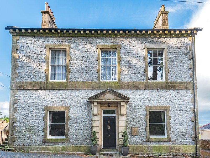 MAGISTRATES CHAMBERS, woodburning stove, lovely views, in Ingleton, Ref 980850, location de vacances à Ingleton