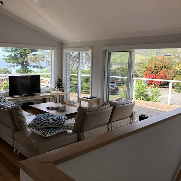 Seafusion Beach house, Beach side private and peaceful Accommodation, holiday rental in Seal Rocks