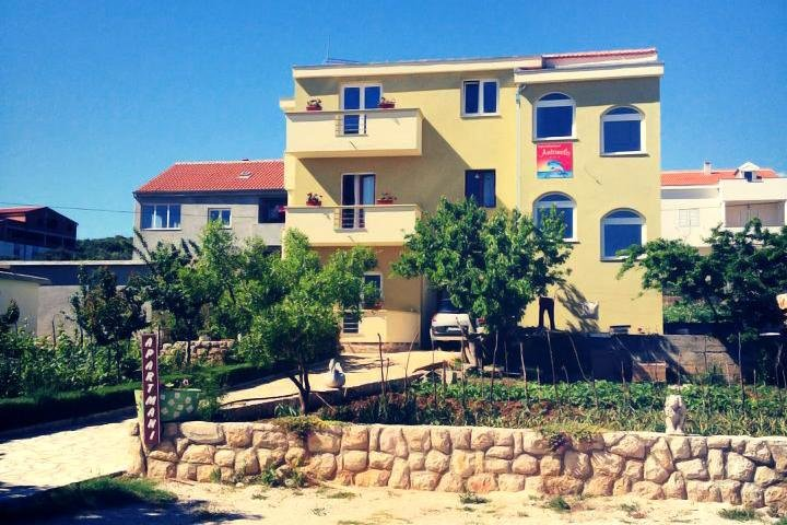 Three bedroom apartment Posedarje, Novigrad (A-6190-a), location de vacances à Posedarje