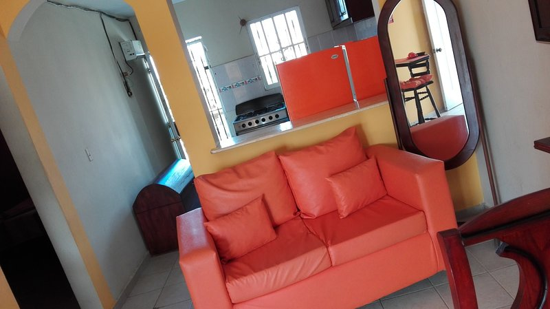 Appartamento luminoso e giovanile con acqua calda, holiday rental in Santo Domingo Este