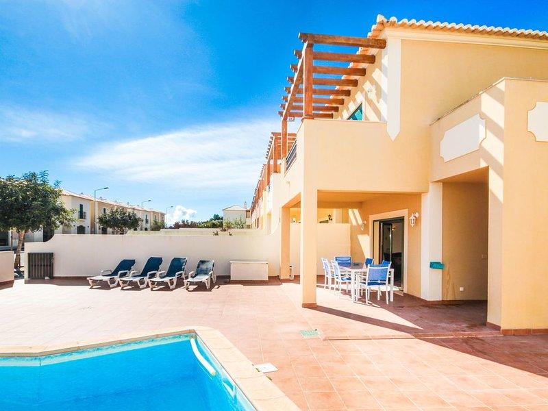 Private corner plot villa FREE WIFI ALL UK TV CHANNELS  SPORTS 3 MIN WALK BEACH, vacation rental in Burgau