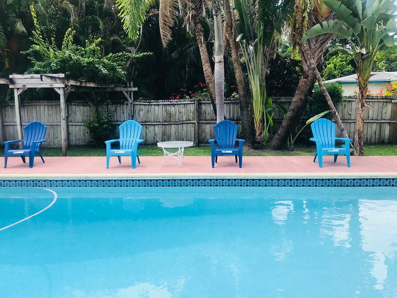 Tranquil Poolside Retreat close to Beach & Dining, holiday rental in West Hollywood