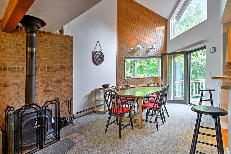 This vacation rental townhome in Bartlett, NH is the perfect mountain getaway!