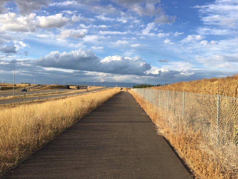 Súbete a una red de senderos cercana al mercado de agricultores, Flathead Lake, parques de la ciudad y más