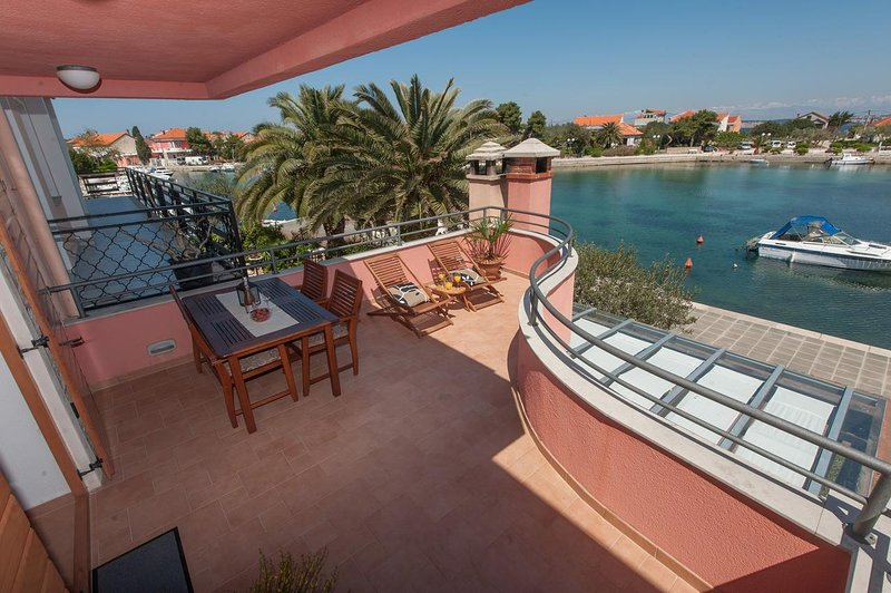 Poljana Apartment Sleeps 4 with Air Con - 5468397, location de vacances à Polvljana