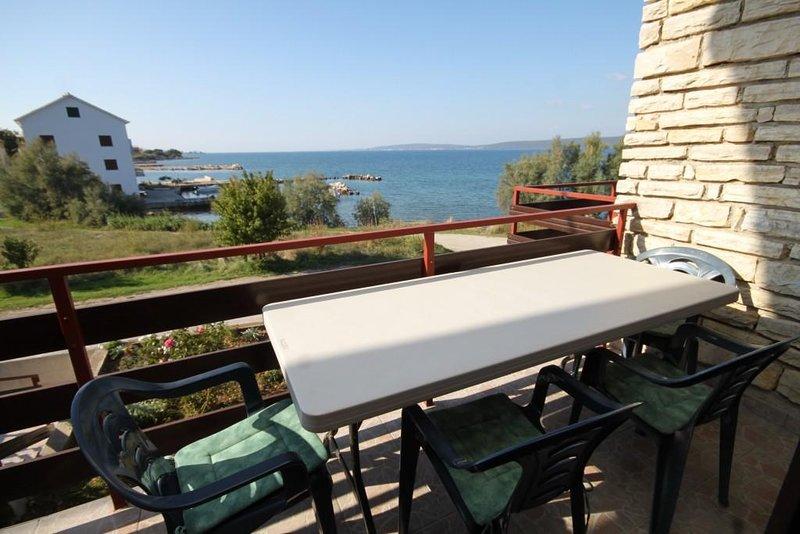 Cimera Apartment Sleeps 5 - 5468361, holiday rental in Nevidane