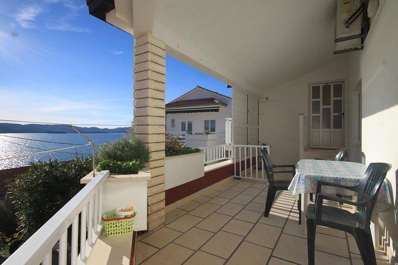 Komarna Apartment Sleeps 8 with Air Con - 5468624, holiday rental in Komarna