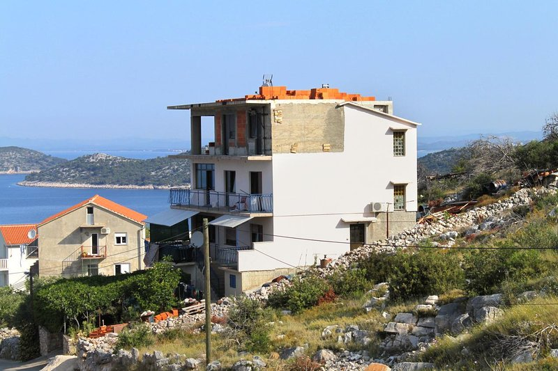 Three bedroom apartment Bilo, Primošten (A-4662-a), vacation rental in Grebastica
