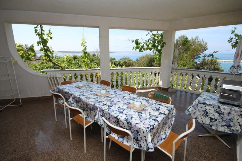 Povljana Apartment Sleeps 10 with Air Con - 5466045, location de vacances à Povljana