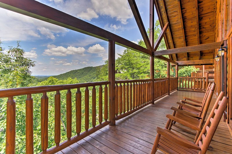 Experience the best of Pigeon Forge from this vacation rental home!