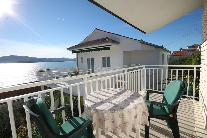 Komarna Apartment Sleeps 3 with Air Con - 5468622, holiday rental in Komarna